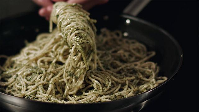 Rezepte Videos - Spaghetti mit Pesto